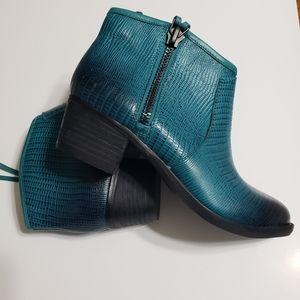 Gianni Bini Leather Burnout Side Zip Size 6.5
